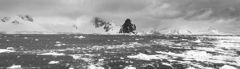 Gerlach Strait Lemaire Channel 11242010.jpg
