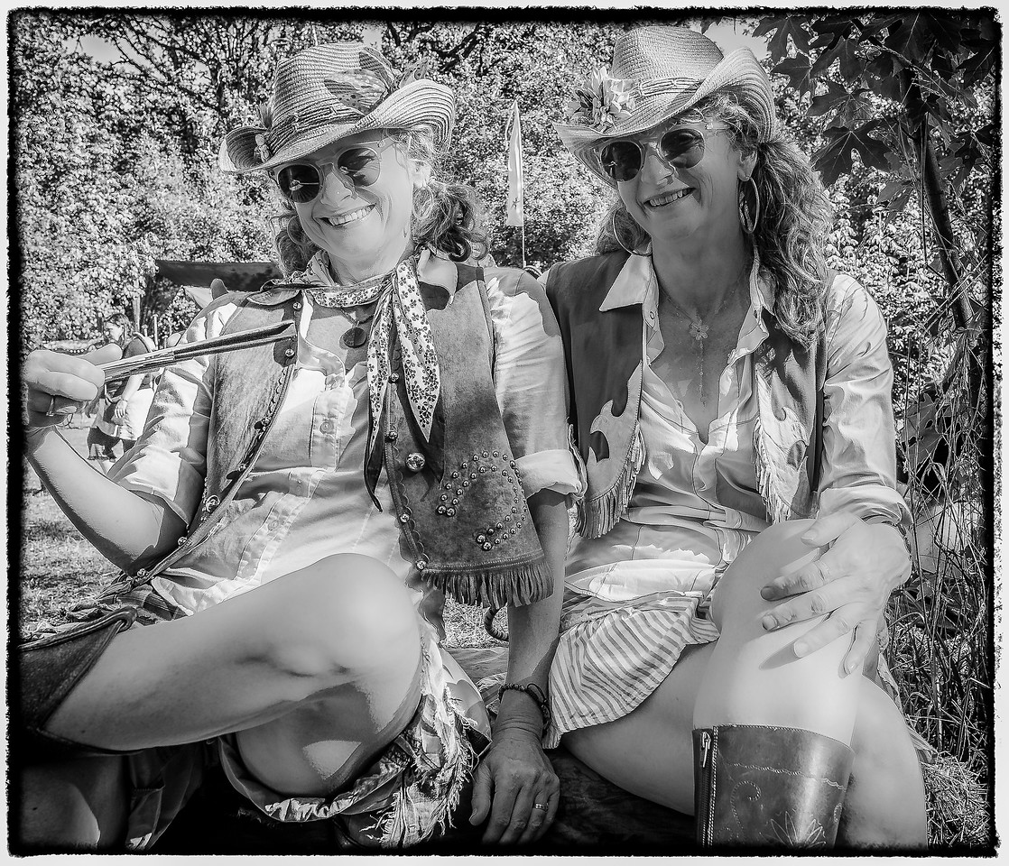 BLUES SISTERS © Geoffrey Squier Silver, All Rights Reserved.  For the exclusive use of the Oregon Country Fair for any non-commercial purpose. Photographer attribution must be provided in every instance.