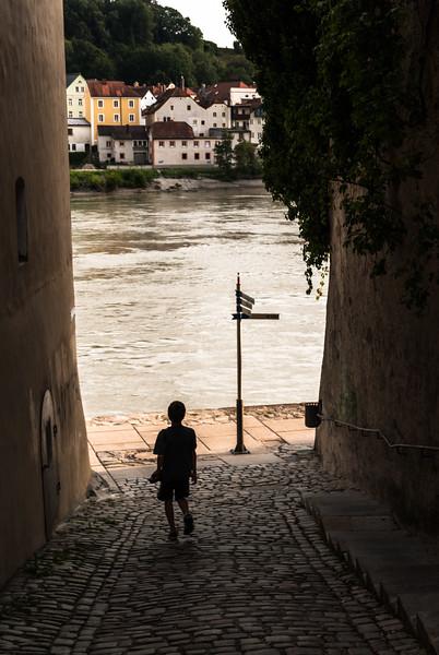 Jonas to the Water, Passau