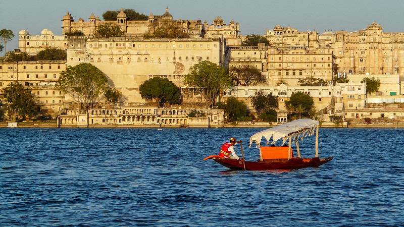 Boatman Against the Palace, Udaipur