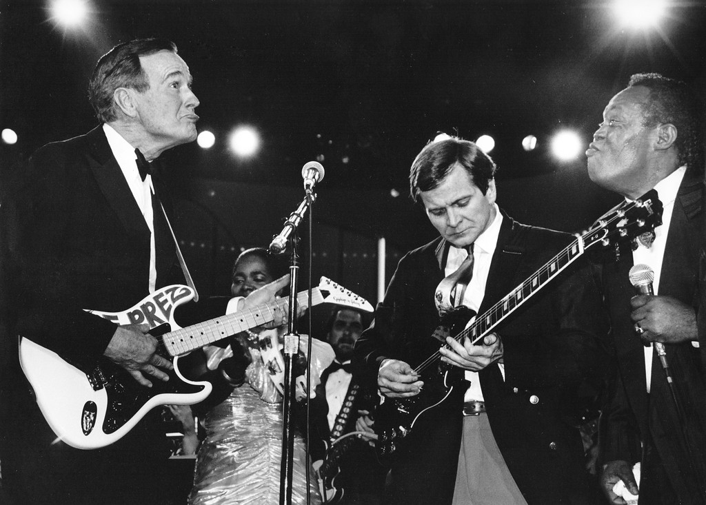 . After receiving �The Prez� guitar � a present � from Sam Moore of the former Sam and Dave soul duo, President Bush, left, plays the instrument with Republican National Committee Chairman Lee Atwater on Jan. 21, 1989. MUST CREDIT: Washington Post photo by Rick Lipski