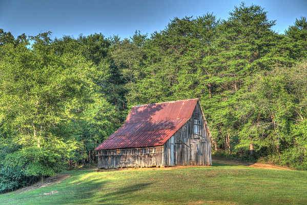 One of the many barns along Knox Mountain Road in Rockmart, GA.