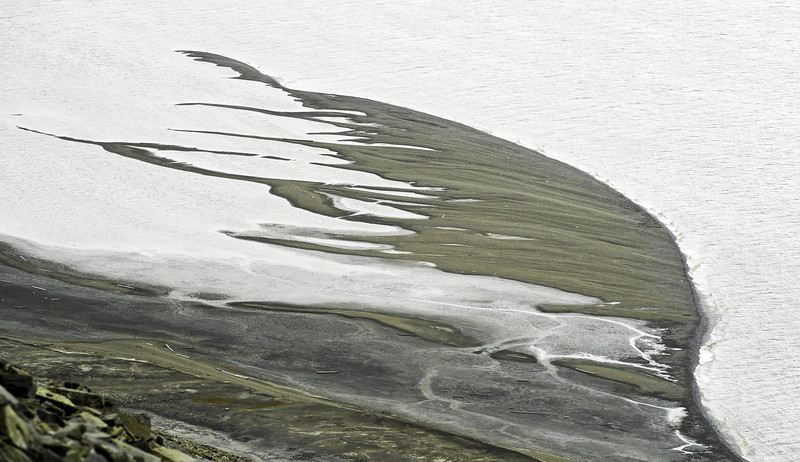 Aggrading coarse-grained coastal spits in the inner Van Keulenfjorden, Svalbard