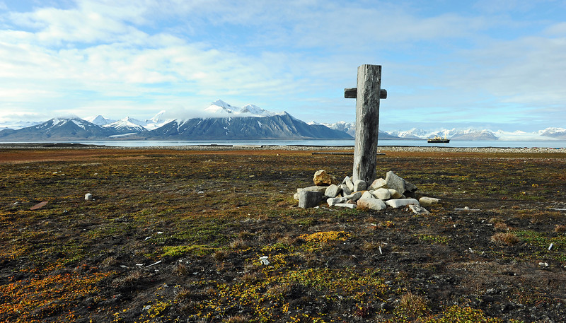 Lonely grave at Annahamna in the Van Keulenfjorden, Svalbard