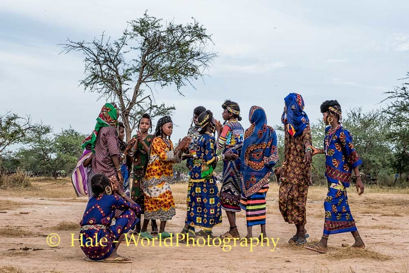 Wodaabe Girls of the Ndjapto Clan Dancing