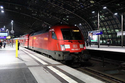 182 025 at Berlin HBF on 2nd February 2017 (3)
