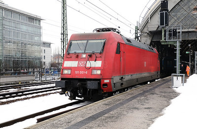101 001 (91 80 6101 001-6 D-DB) at Dresden HBF on 3rd February 2017 (7)