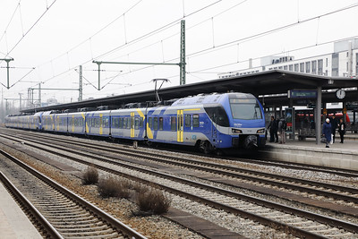 Meridian, ET320 (94 80 1430 020-6 D-BOBY) at Munich Ost on 10th February 2017 (1)