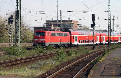 111 115 at Monchengladbach Hbf on 12th April 2004