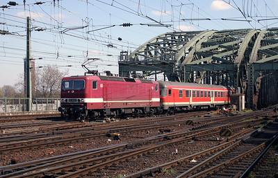 143 953 at Koln Hbf on 12th April 2004