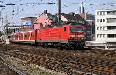 143 247 at Koln Hbf on 12th April 2004