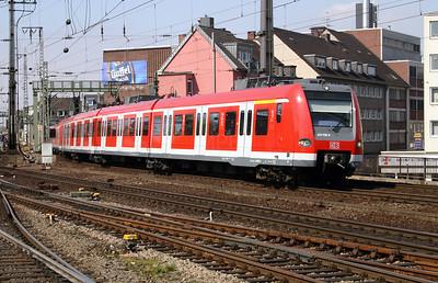 423 750 at Koln Hbf on 12th April 2004