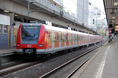 423 419 at Frankfurt (main) West on 6th August 2010