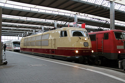 1) 103 245 (91 80 6103 245-7 D-DB) at Munchen HBF on 10th February 2014