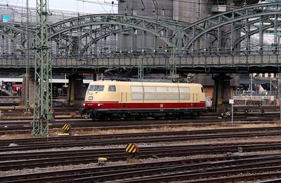 2) 103 245 (91 80 6103 245-7 D-DB) at Munich Hackerbrucke on 9th February 2014