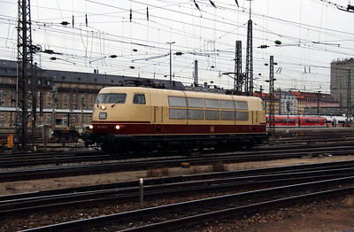 2) 103 245 (91 80 6103 245-7 D-DB) at Munchen HBF on 7th February 2014
