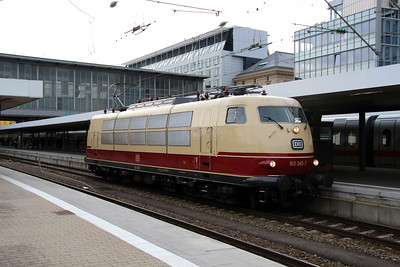 3) 103 245 (91 80 6103 245-7 D-DB) at Munchen HBF on 10th February 2014