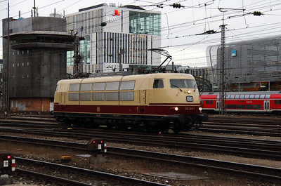 1) 103 245 (91 80 6103 245-7 D-DB) at Munchen HBF on 7th February 2014
