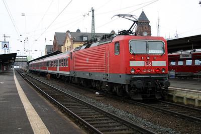 143 027 at Gieben (Giessen) on 21st February 2005