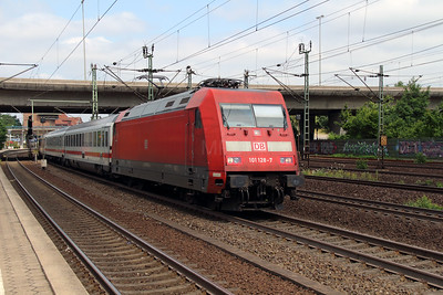 101 128 (91 80 6101 128-7 D-DB) at Hamburg Harburg on 15th July 2013 working IC2327