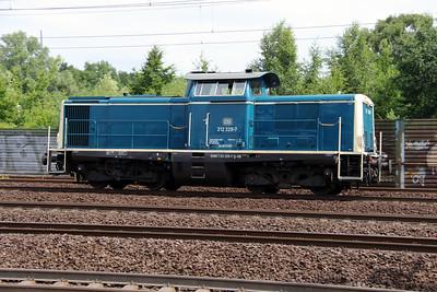 3) 212 329 (92 80 1212 329-7 D-DB) at Hamburg Harburg on 15th July 2013