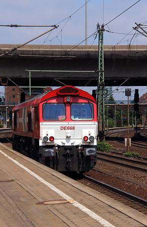2) HGK, DE668 (92 80 1266 068-6 D-RHC) at Hamburg Harburg on 15th July 2013