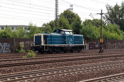4) 212 329 (92 80 1212 329-7 D-DB) at Hamburg Harburg on 15th July 2013