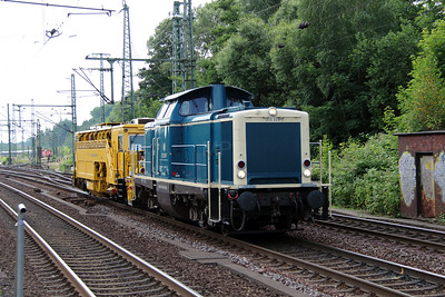 1) 212 329 (92 80 1212 329-7 D-DB) at Hamburg Harburg on 15th July 2013