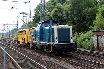 1) 212 329 (92 80 1212 329-7 D-DB) at Hamburg Harburg on 15th July 2013