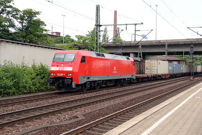 152 008 (91 80 6152 008-9 D-DB) at Hamburg Harburg on 15th July 2013