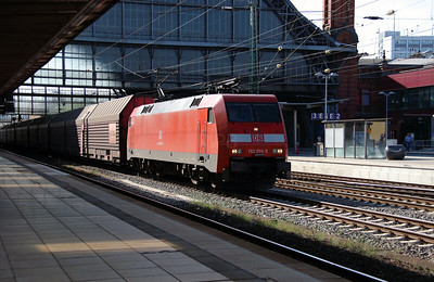 152 010 (91 80 6152 010-5 D-DB) at Bremen HBF on 6th August 2013