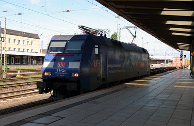 1) 152 136 (91 80 6152 136-8 D-DB) at Bremen HBF on 6th August 2013