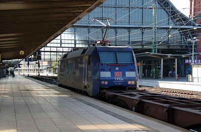 2) 152 136 (91 80 6152 136-8 D-DB) at Bremen HBF on 6th August 2013