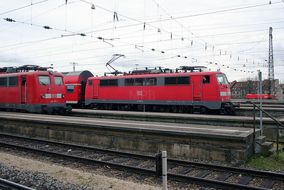 111 216 at Augsburg Hbf on 19th March 2007