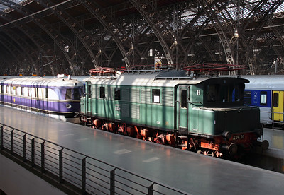 E40 01 (91 80 6104 001-3 D-DB) at Leipzig Hbf on 17th March 2016 (2)