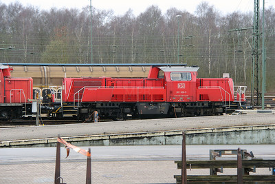 261 028 (92 80 1261 028-5 D-DB) at Maschen on 22nd March 2016 (3)