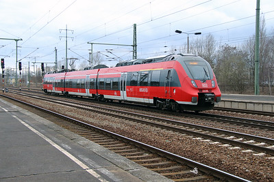 442 136 (94 80 0442 136-8 D-DB) at Berlin Schonefeld Flughafen on 15th March 2016