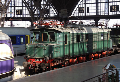 E40 01 (91 80 6104 001-3 D-DB) at Leipzig Hbf on 17th March 2016 (3)