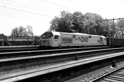 2) OHE, 33094 (92 80 1250 001-5 D-OHEGO) at Osnabruck HBF on 19th May 2014