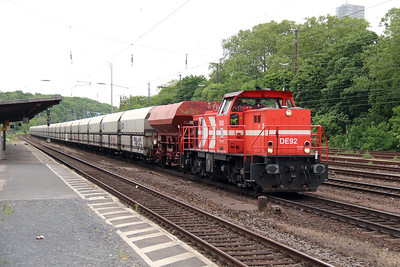 HGK, DE92 (92 80 0272 018-9 D-RHC) at Koln West on 17th May 2016 (2)