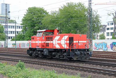 HGK, DE71 (98 80 0272 009-8 D-RHC) at Koln West on 17th May 2016 (3)