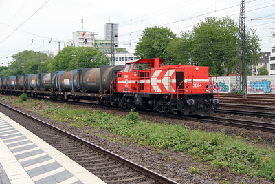 HGK, DE84 (98 80 0272 022-1 D-RHC) at Koln West on 17th May 2016 (3)