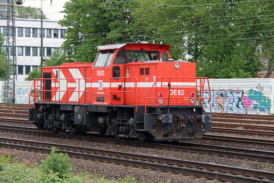 HGK, DE82, 98 80 0272 020-5 D-RHC) at Koln West on 17th May 2016 (4)
