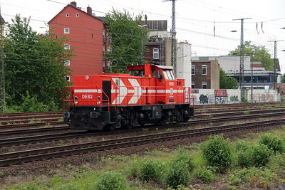 HGK, DE82, 98 80 0272 020-5 D-RHC) at Koln West on 17th May 2016 (2)