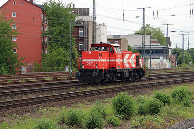 HGK, DE71 (98 80 0272 009-8 D-RHC) at Koln West on 17th May 2016 (1)