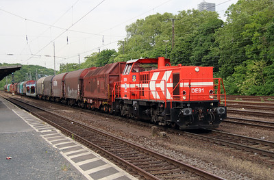 HGK, DE91 (98 80 0272 014-8 D-RHC) at Koln West on 17th May 2016 (2)