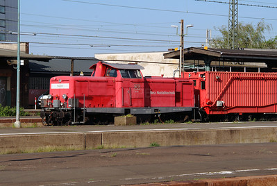 714 001 (92 80 1212 033-5 D-DB) at Kassel Hbf on 13th May 2016 (4)