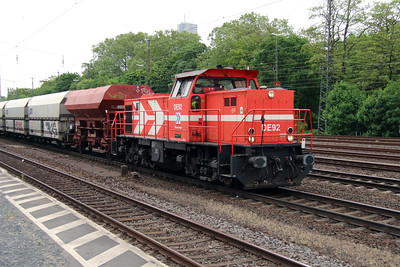 HGK, DE92 (92 80 0272 018-9 D-RHC) at Koln West on 17th May 2016 (3)