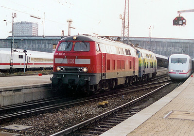 218 419 at Munich HBF on 14th October 2003.