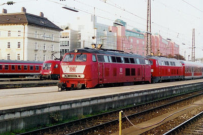 218 353 at Munich HBF on 14th October 2003